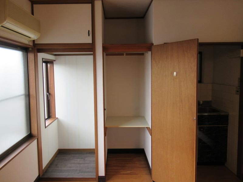 ジネイズ高井田 302号室